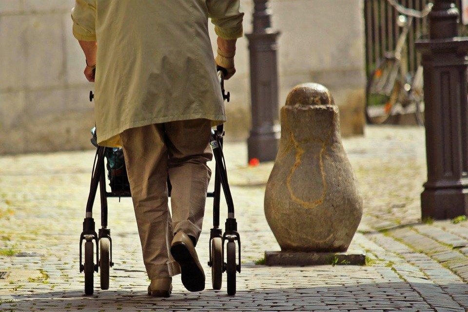 """Vortrag """"Wohnumfeldgestaltung und Mobilität im Haus und um das Haus herum bei Gangunsicherheit"""""""